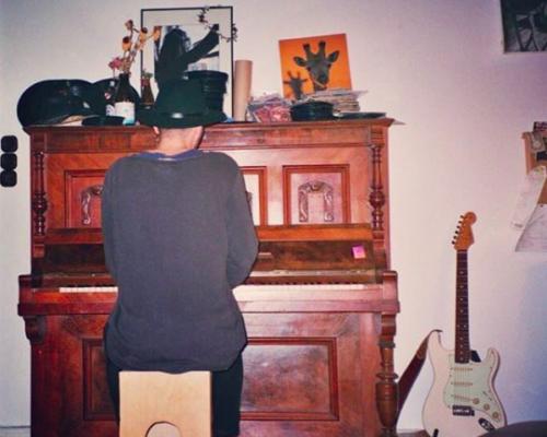 Arsene-Ayz_Ambassador_Klavier_Mann